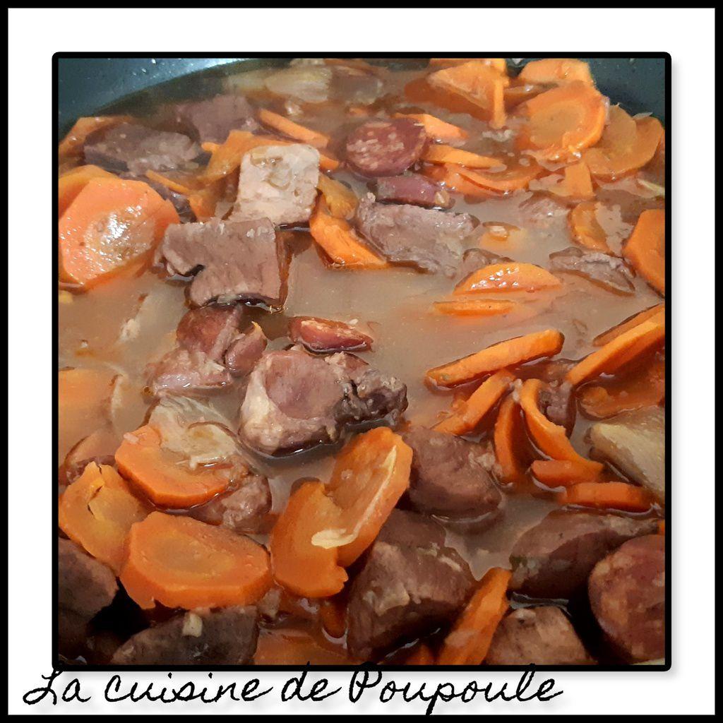 Sauté de porc au vin rouge