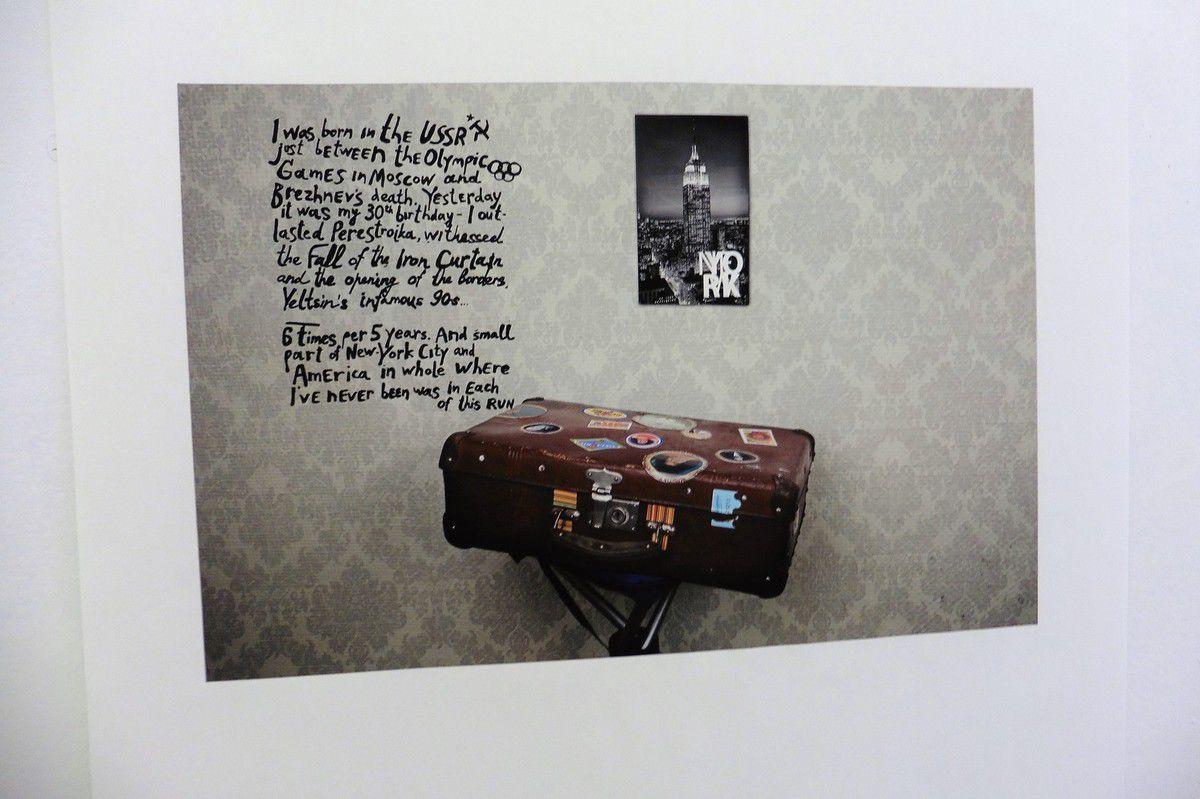 "Photographie de la série ""Sa biographie""."