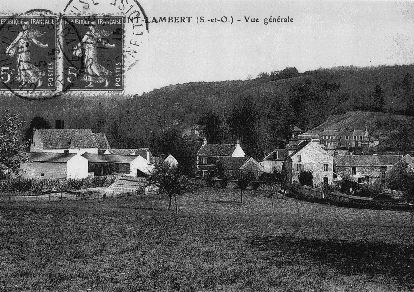 St-Lambert - Le Bas du Pays -  8 et 10 rue de la Fontaine - Mme Louise Legros villageoise du bas du Pays au 12 de la rue de la Fontaine.