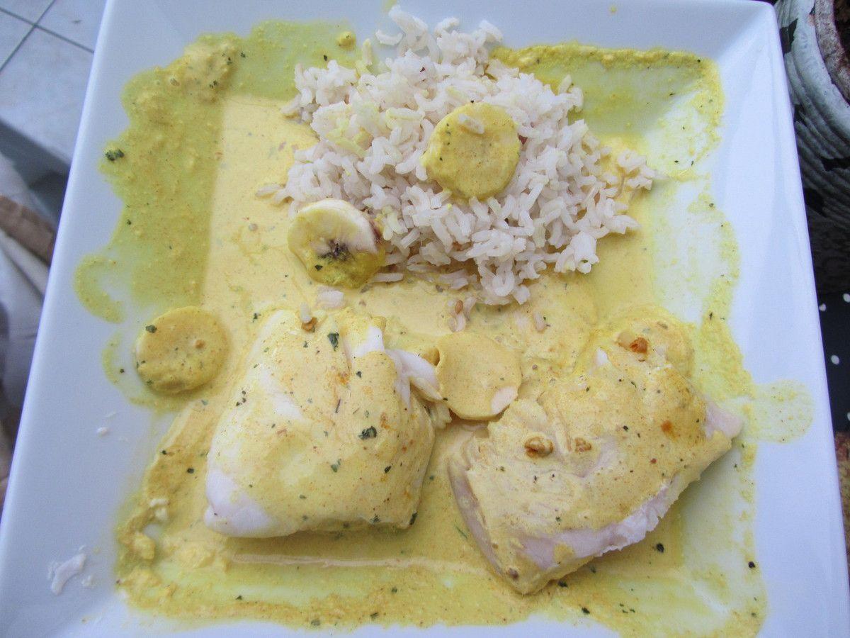Dos de merlu aux bananes, sauce au curry
