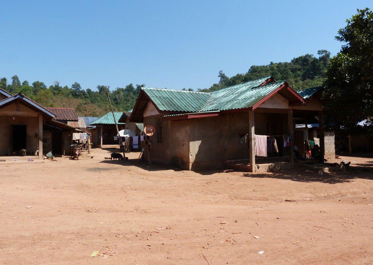 Luang Nam Tha, Nam Dee (Laos)...