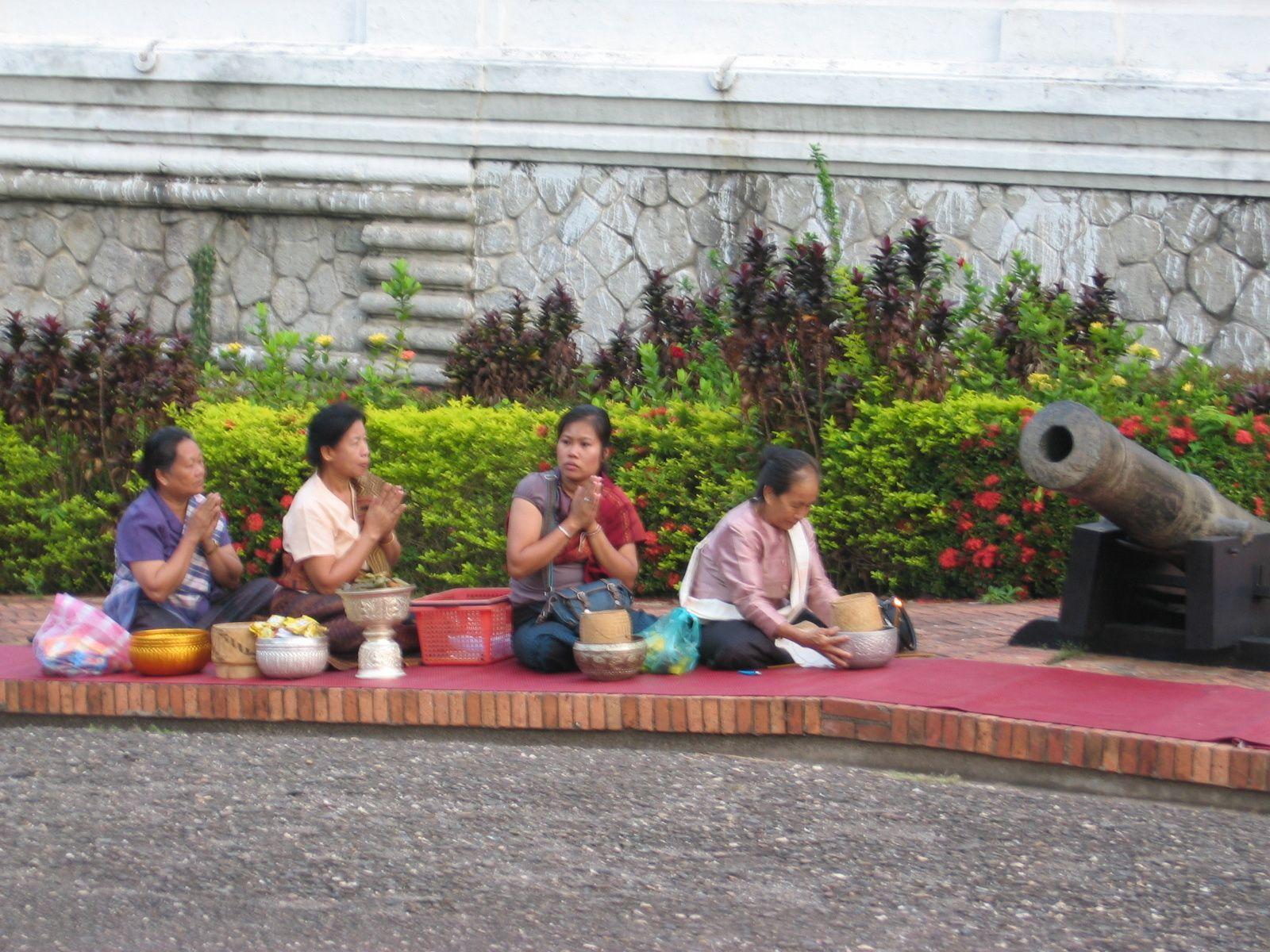 """Jour de l' an laotien avec """"La Toupie"""""""