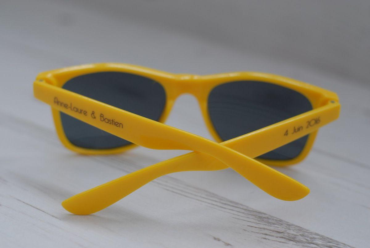cadeau invités, lunette personnalisée jaune assortie au faire part de mariage
