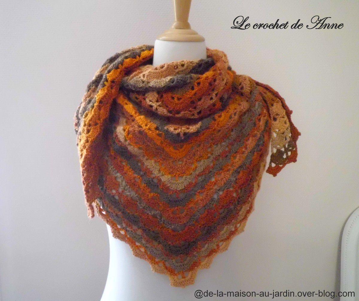 Châle aux couleurs dégradées en brun , doré , orange, avec seulement 3 points crochet , facile pour les débutantes !
