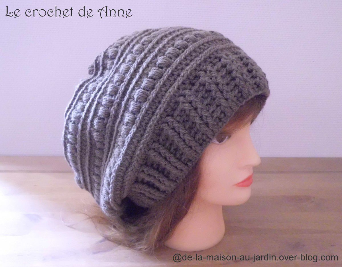 BONNET style Slouchy en marron taupe , orné de joli point fantaisie , facile à réaliser !