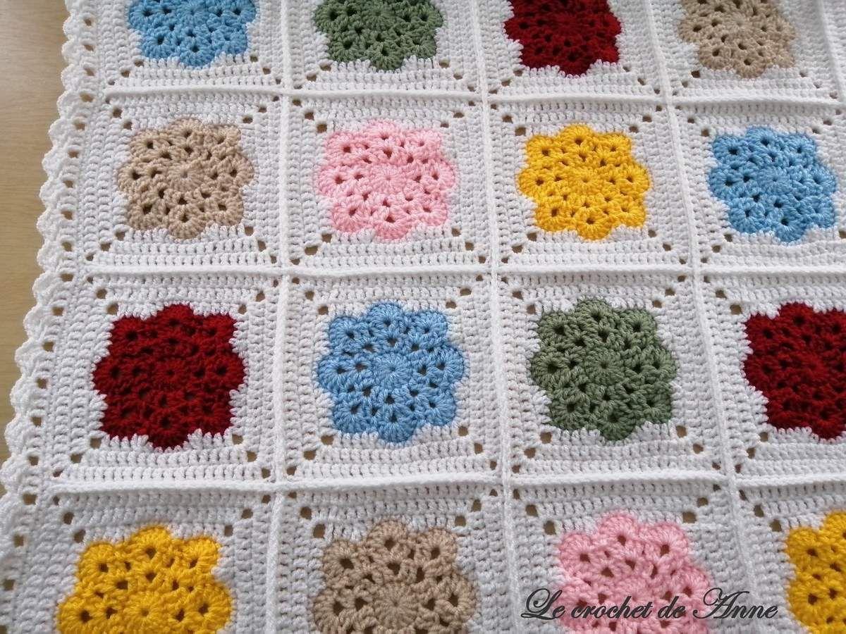 Magnifique couverture aux carrés Granny fleuris et colorés pour petits ou grands, au crochet !