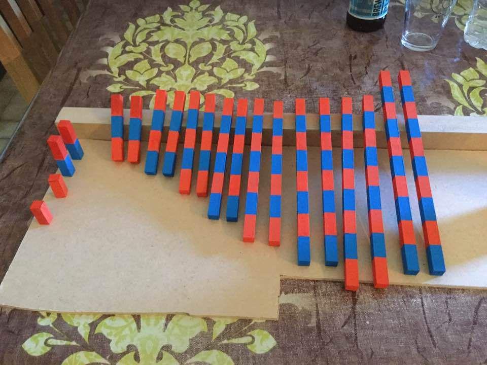 fabrication des petites barres rouges et bleues