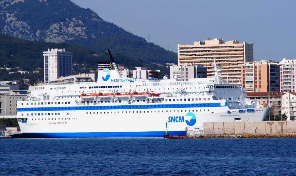 Le ferry Méditerranée de la SNCM à l'escale, dans le port de Toulon - Photo : ActuNautique