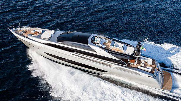Riva 122 Mythos - photo : A. Cocchi