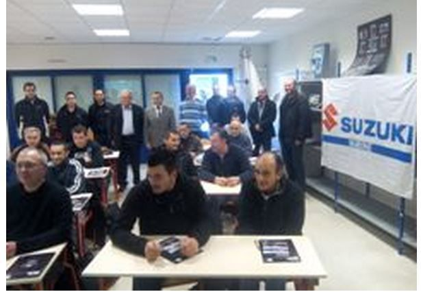Ecoles & Formations - signature d'un partenariat entre Suzuki Marine et le Lycée Emile James d'Etel (56)