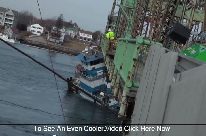 Vidéo - sauvetage d'un pousseur aspiré par le courant, sous un pont