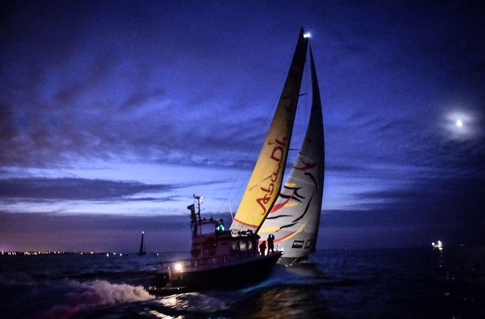 Une vedette Targa (Snip Yachting) vient accueillir Abu Dhabi Race à Lorient - photo : Ricardo Pinto / Volvo Ocean Race