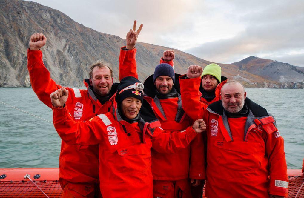 Un trimaran de course établit le premier record de l'Océan Arctique par le Passage du Nord-Est