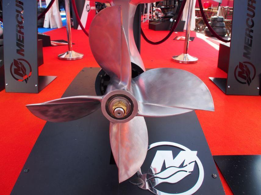 Grand Pavois - nouveau, un moteur Mercury Racing 400cv.... blanc !!