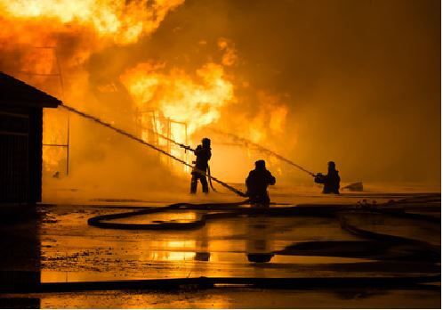 A Noirmoutier, le chantier naval des Ileaux ravagé par un incendie
