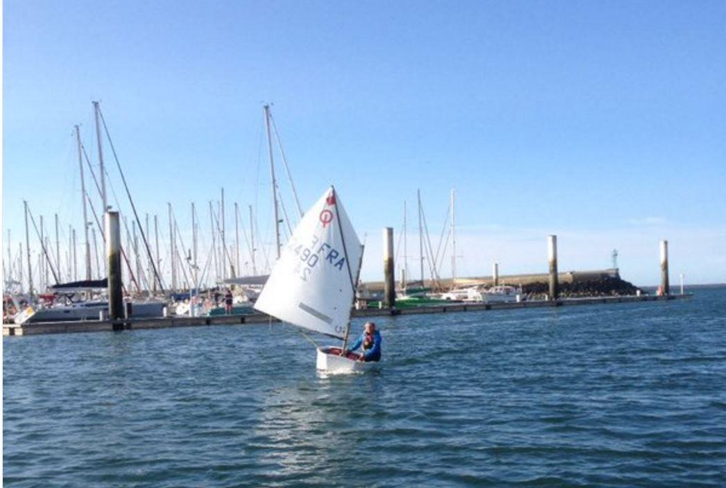 A 15 ans, Violette Dorange boucle sa première traversée de la Manche... en Optimist !