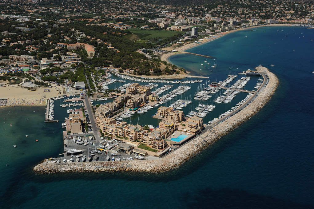 A bormes les mimosas le port de plaisance pense l 39 cologie - Place de port disponible mediterranee ...