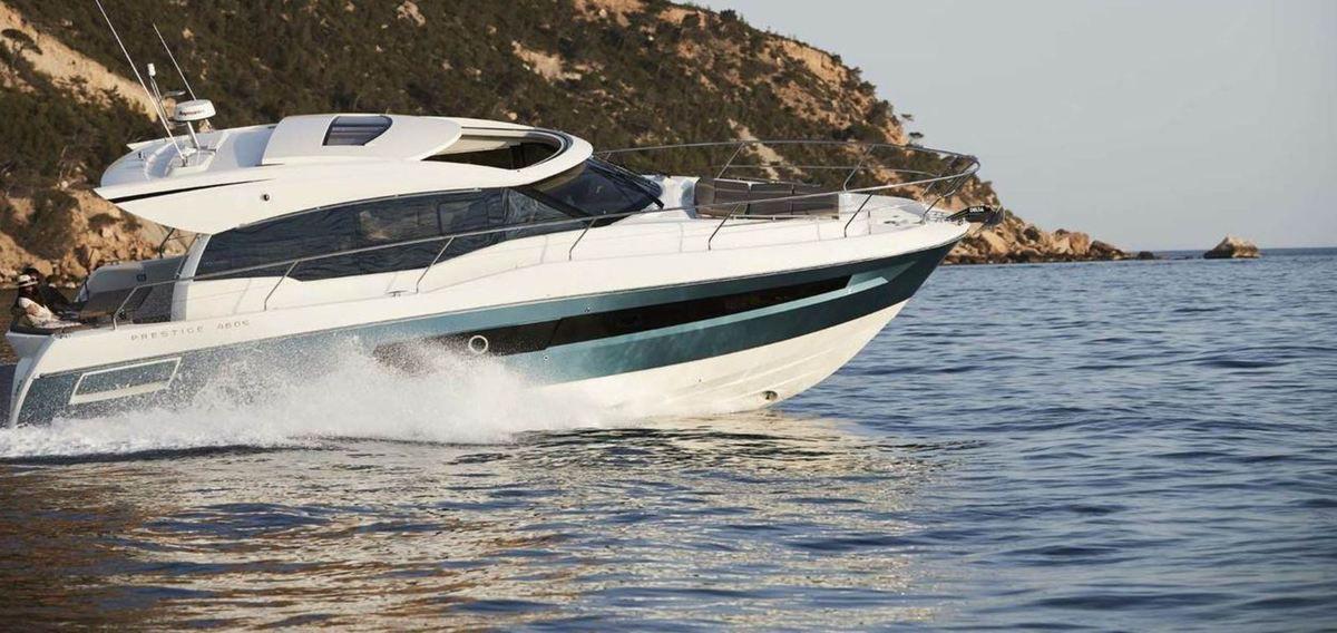 Yachting - une peinture de coque de superyacht sur la nouvelle Prestige 460S
