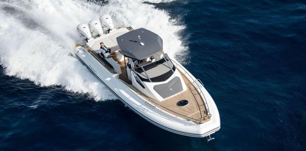 Un semi-rigide de luxe italien Capelli Tempest 44