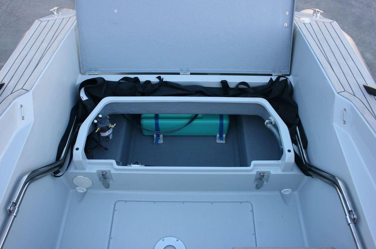 Capelli Tempest BR 65 - un bowrider pour élargir le marché du bateau semi-rigide
