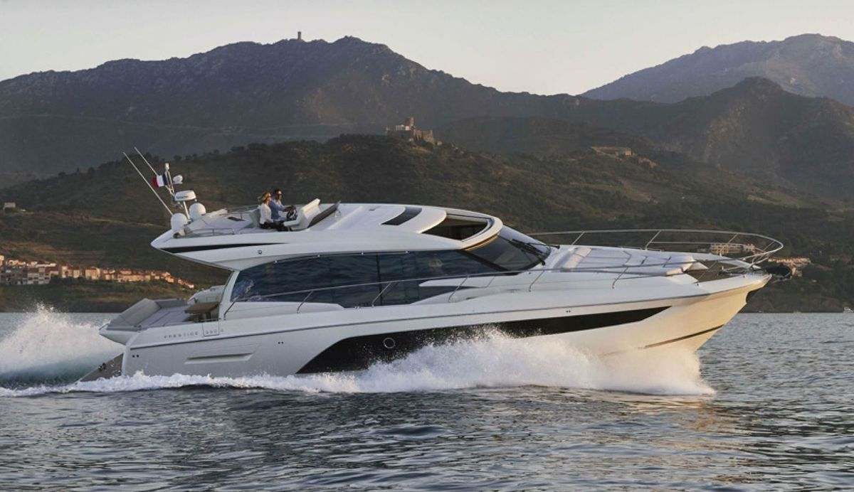 Prestige 590S 2019 - le tout premier exemplaire a été livré au début de l'été, sur la Côte d'Azur