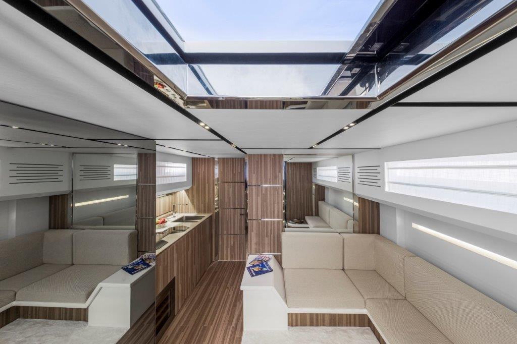 Yachting Festival 2020 - Evo R6 Open, un open de luxe doté d'un spectaculaire plongeoir