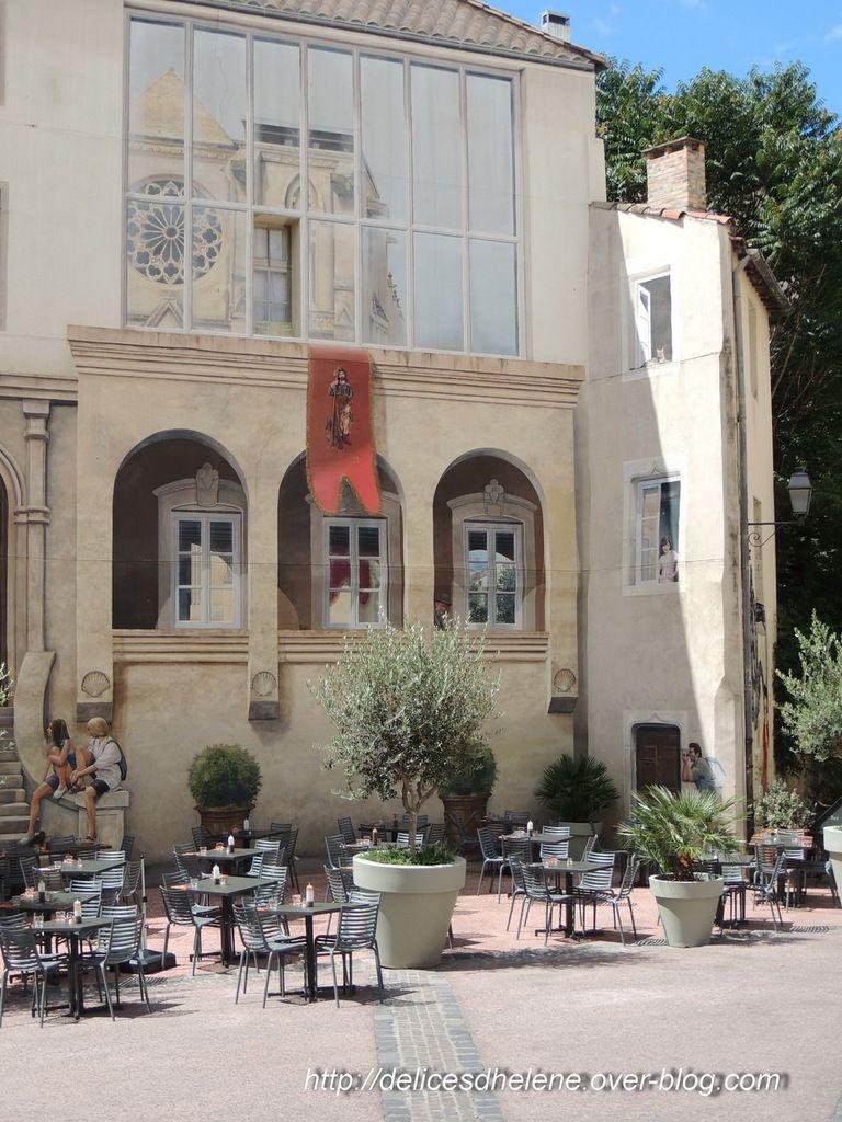 Trompe l'oeil, place St Roch, Montpellier