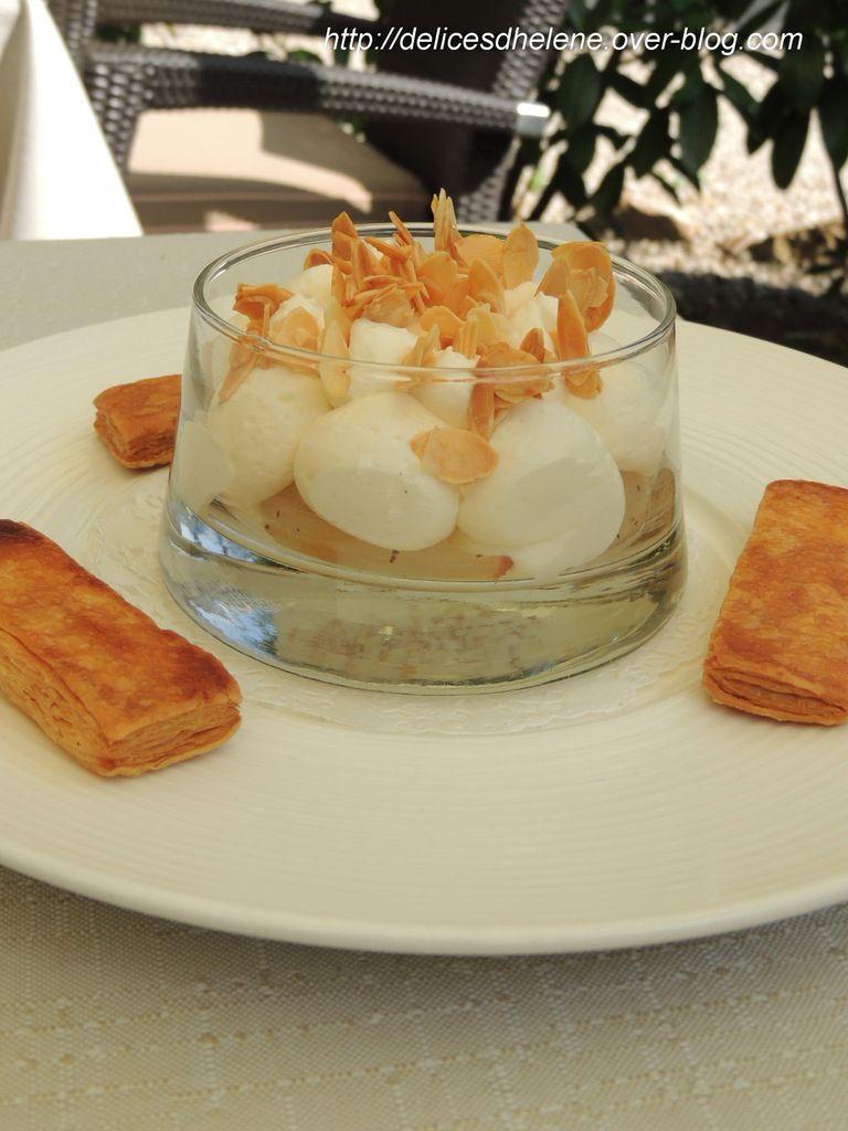 Dessert: Millefeuille décomposé, poire rôtie, crème légère vanille, amande à mascotte