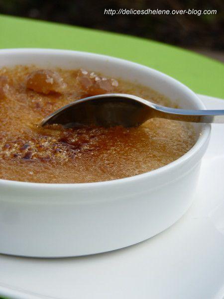 Crème brûlée à la pâte de marrons et brisures de marrons glacés: http://delicesdhelene.over-blog.com/article-creme-brulee-a-la-pate-de-marrons-et-brisures-de-marrons-glaces-113516647.html