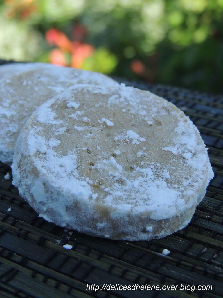 Biscuits fondants au citron vert: http://delicesdhelene.over-blog.com/2014/12/biscuits-fondants-au-citron-vert.html