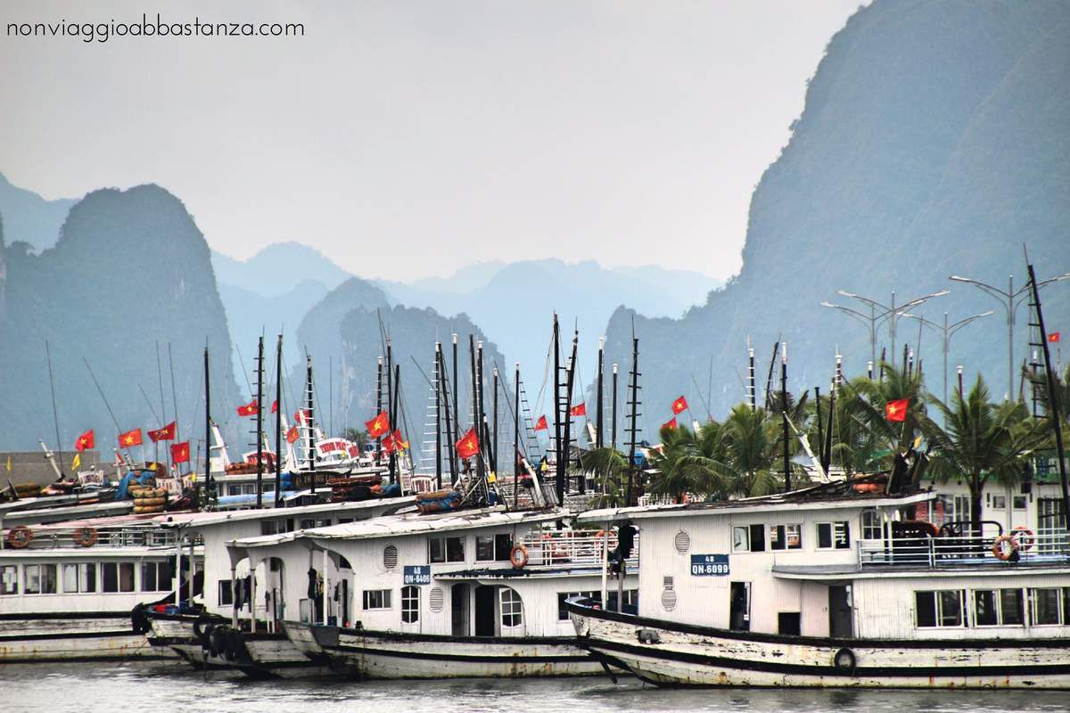 barche pronte a salpare - Ha Long Bay - Vietnam