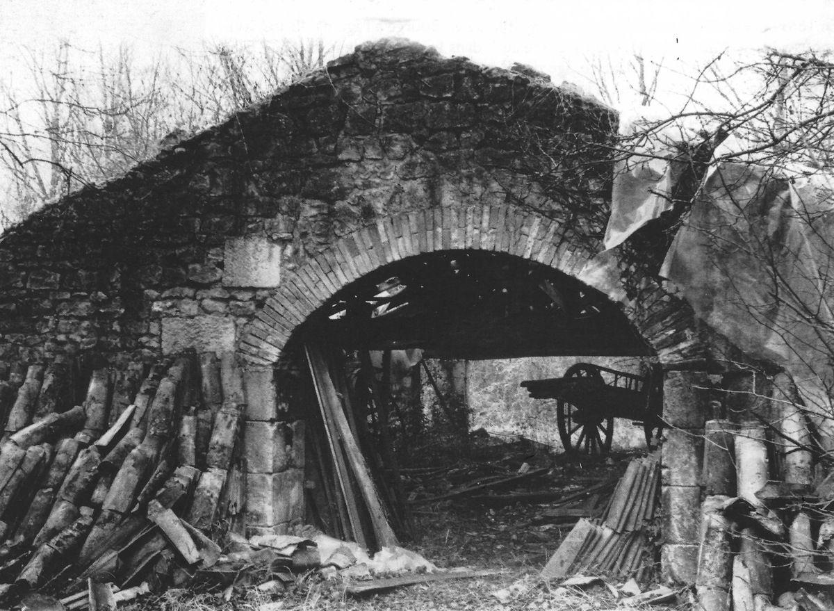 """Séchoir de la tuilerie de """"La Bourge"""". © Archives SRAC (Société de Recherches Archéologiques du pays Chauvinois)"""
