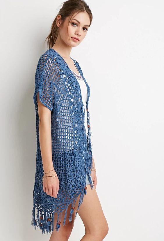 Cardigan , Gilet en bleu indigo pour l'été orné de carrés et de franges , avec ses grilles gratuites !