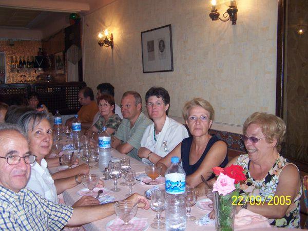 Un groupe d'Arzewiens au restaurant de la Fontaine des Gazelles