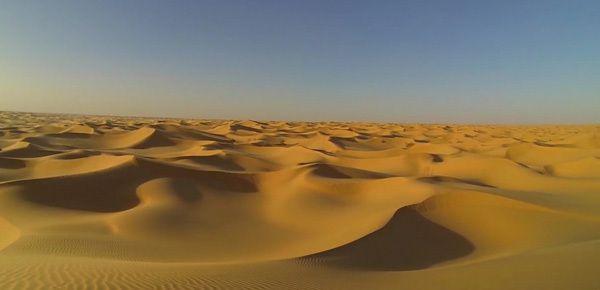 Le désert du Sahara en Algérie, vu depuis un drone