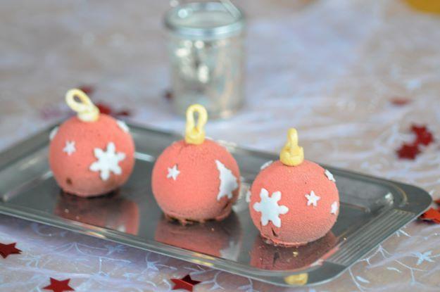 Boules de Noel (mousse au chocolat croutillant praliné biscuit noisette)