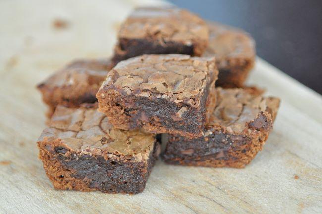 """Sur un air de """"l'aïeul de la Super Superette""""... faux brownie de supermarché, mais vrai délicieux brownie au chocolat"""