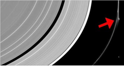 NASA un mystérieux objet détecté par la sonde Cassini dans les anneaux de Saturne