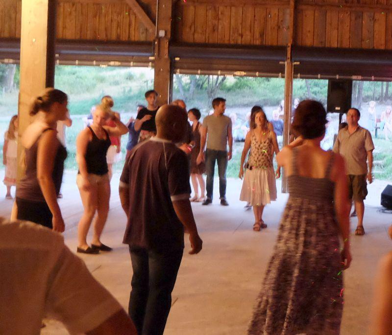 Et les danseurs tournaient, tournaient, tournaient.