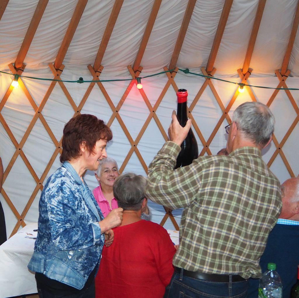 La fête des voisins sous la yourte au Moulin des Voivres