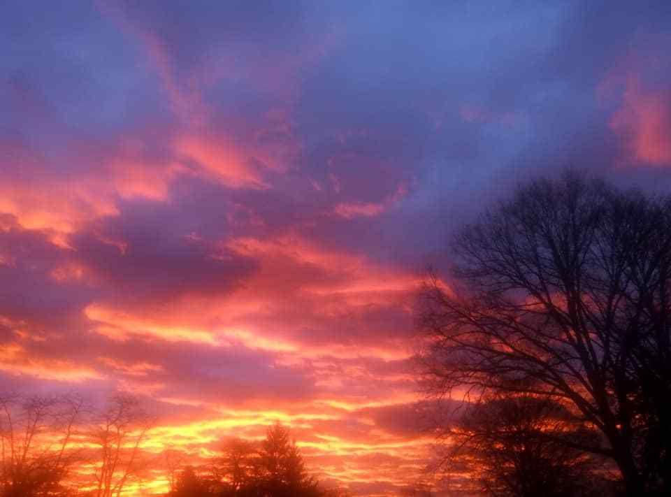 Lever du soleil hier matin à Fontenoy le Château. Photo Sylviane Charpentier