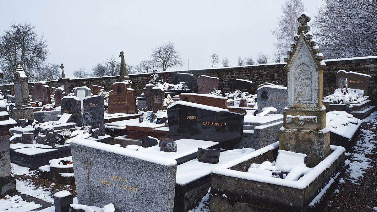 Le cimetière sous la neige