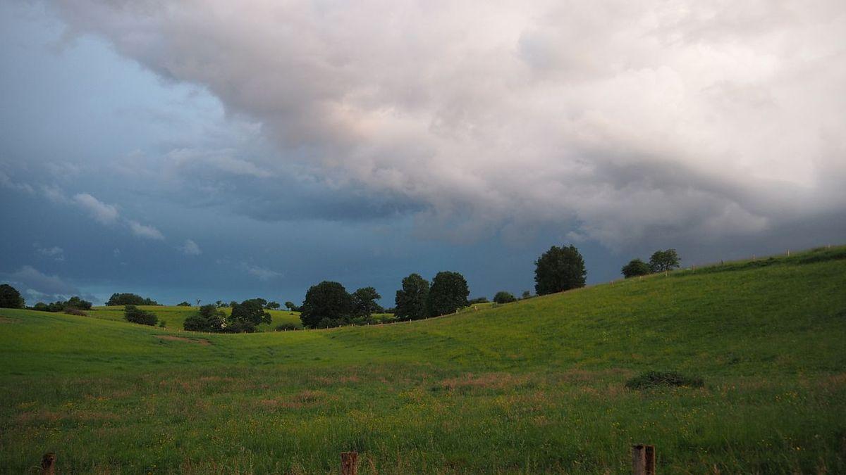 Ciel d'orage à la Basse des Orges