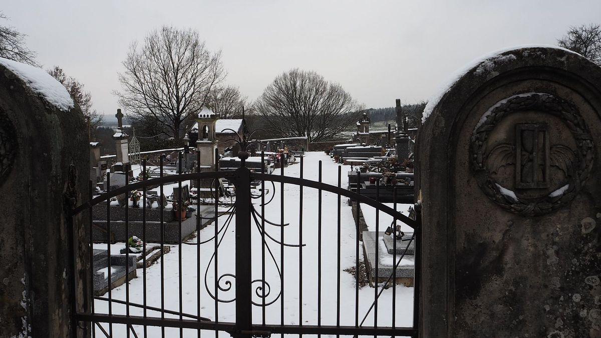 Cimetière sous la neige - Les Voivres
