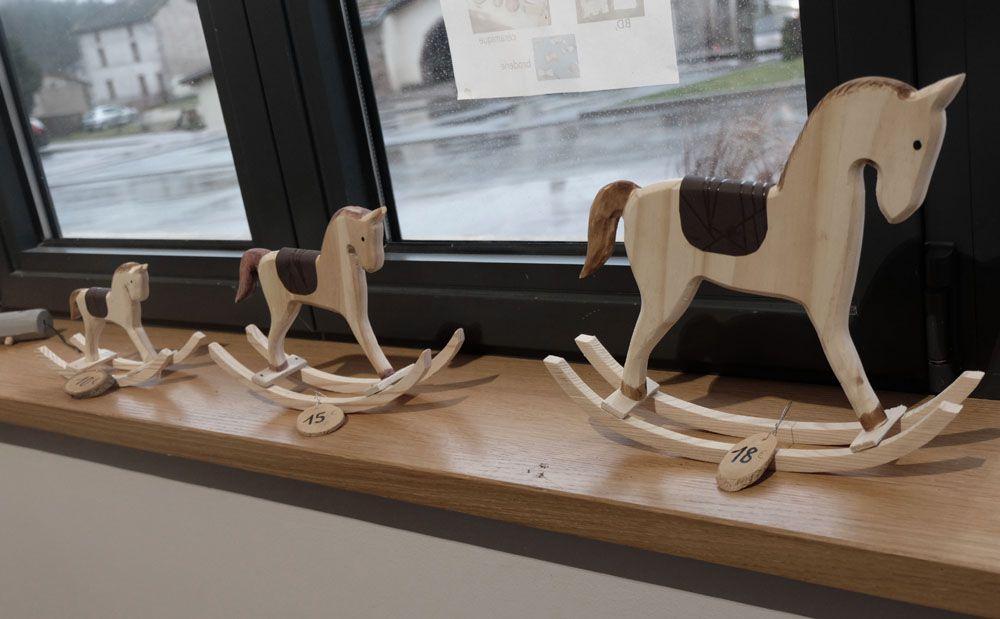 Chevaux à bascules, trois formats, par Pascal Etienne