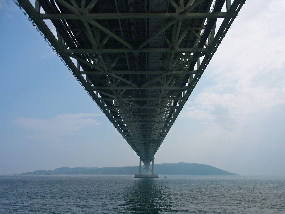 Kôbé : Le pont du détroit d'Akashi (Akashi ô Hashi 明石大橋) et la plage de Maïko