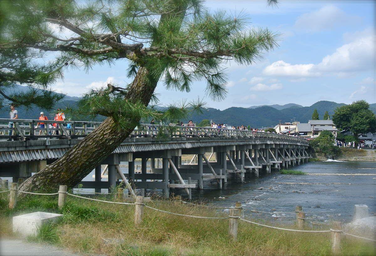 Kyôto : Arashiyama : Le Pont que Traverse la Lune et la forêt de bambous de Sagano