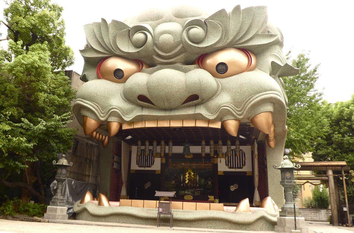 Osaka: Le sanctuaire à la tête de lion de Namba (難波八坂神社 Namba-Yasaka-Jinja)