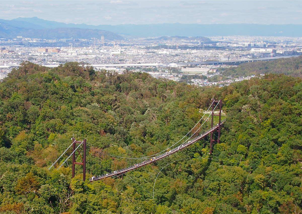 ... jusqu'à ce très beau point de vue, avec, en arrière plan, le nord est d'Osaka, qui se poursuit jusqu'à Kyoto