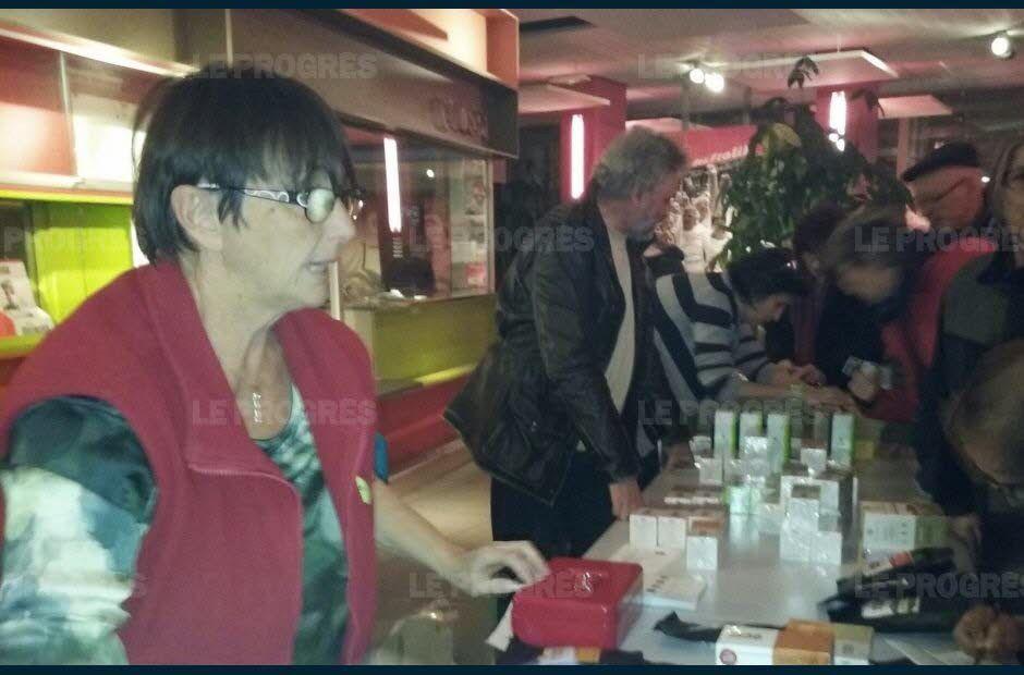 Vénissieux : quand les ex-Fralib vendent leurs thés aux Minguettes